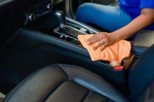 Enterijer Automobila: Kako Ispolirati i Očistiti Staklo, Plastiku, Kožu i Tkaninu