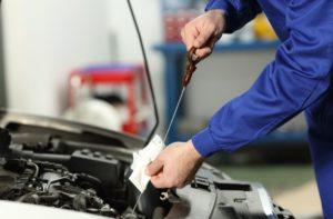 Provera nivoa ulja u automobilu